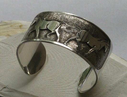 bracelet chevaux gravé main